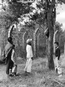 Kinderen spelen in Moluks woonoord _NMKV